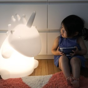 giant-unicorn-light_173